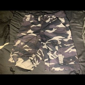 Cargo purple camo shorts sz 34
